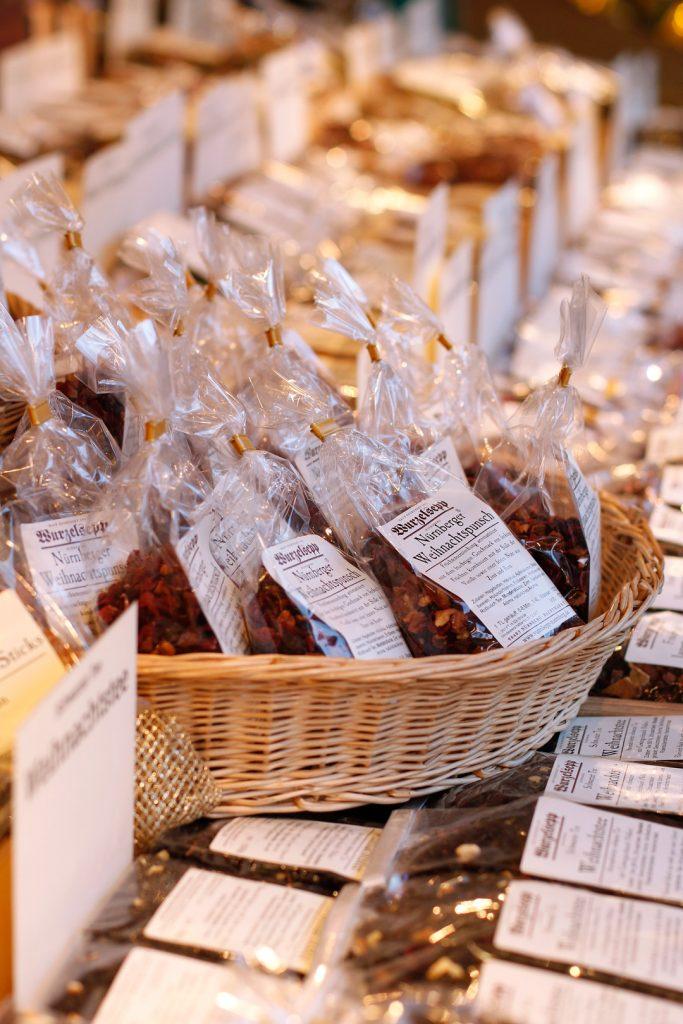 Christkindlesmarkt Nürnberg Bonbons Glühwein Wurzelsepp